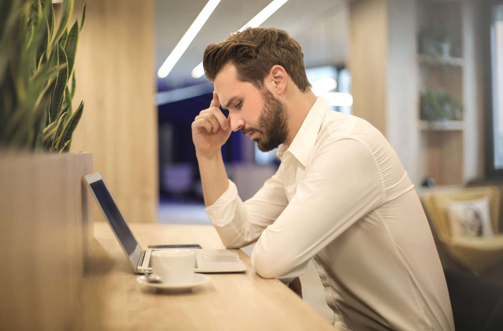 10 ways for employees to avoid headaches at work